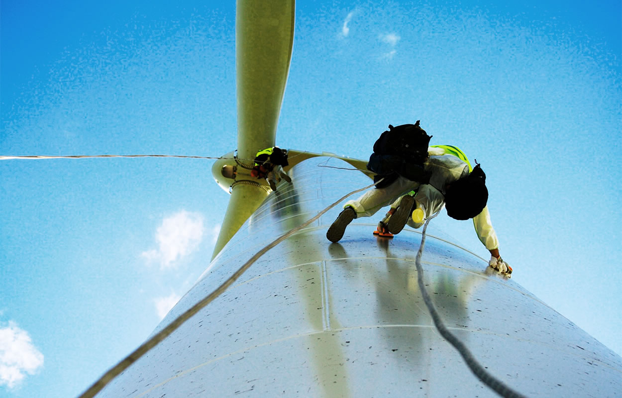 wind turbine maintenance workers abseiling structure
