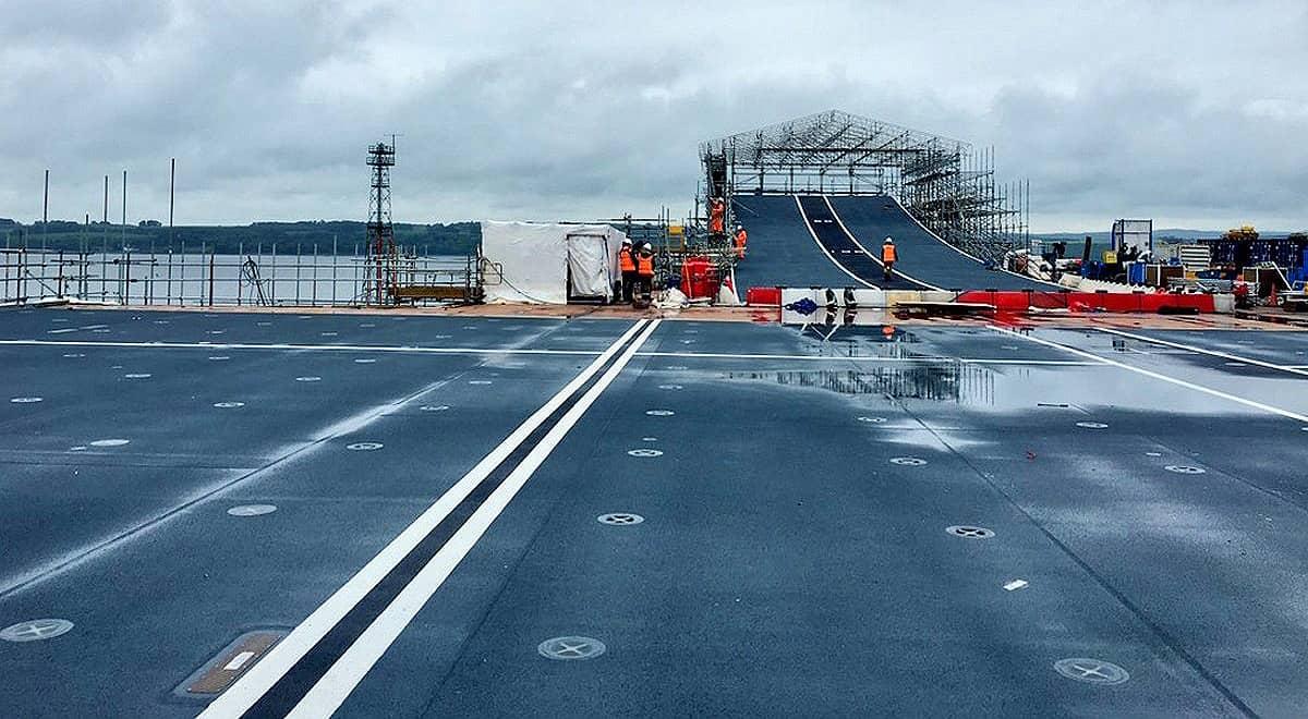 flight deck hms queen elizabeth aircraft carrier