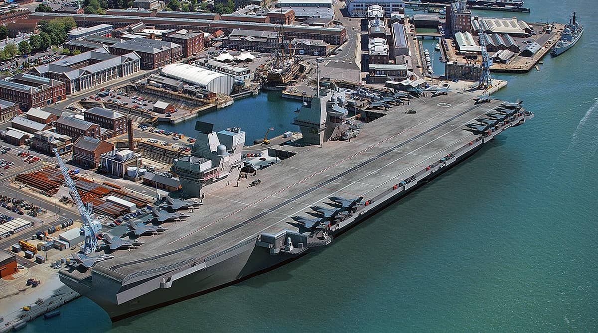 hms queen elizabeth aircraft carrier docked